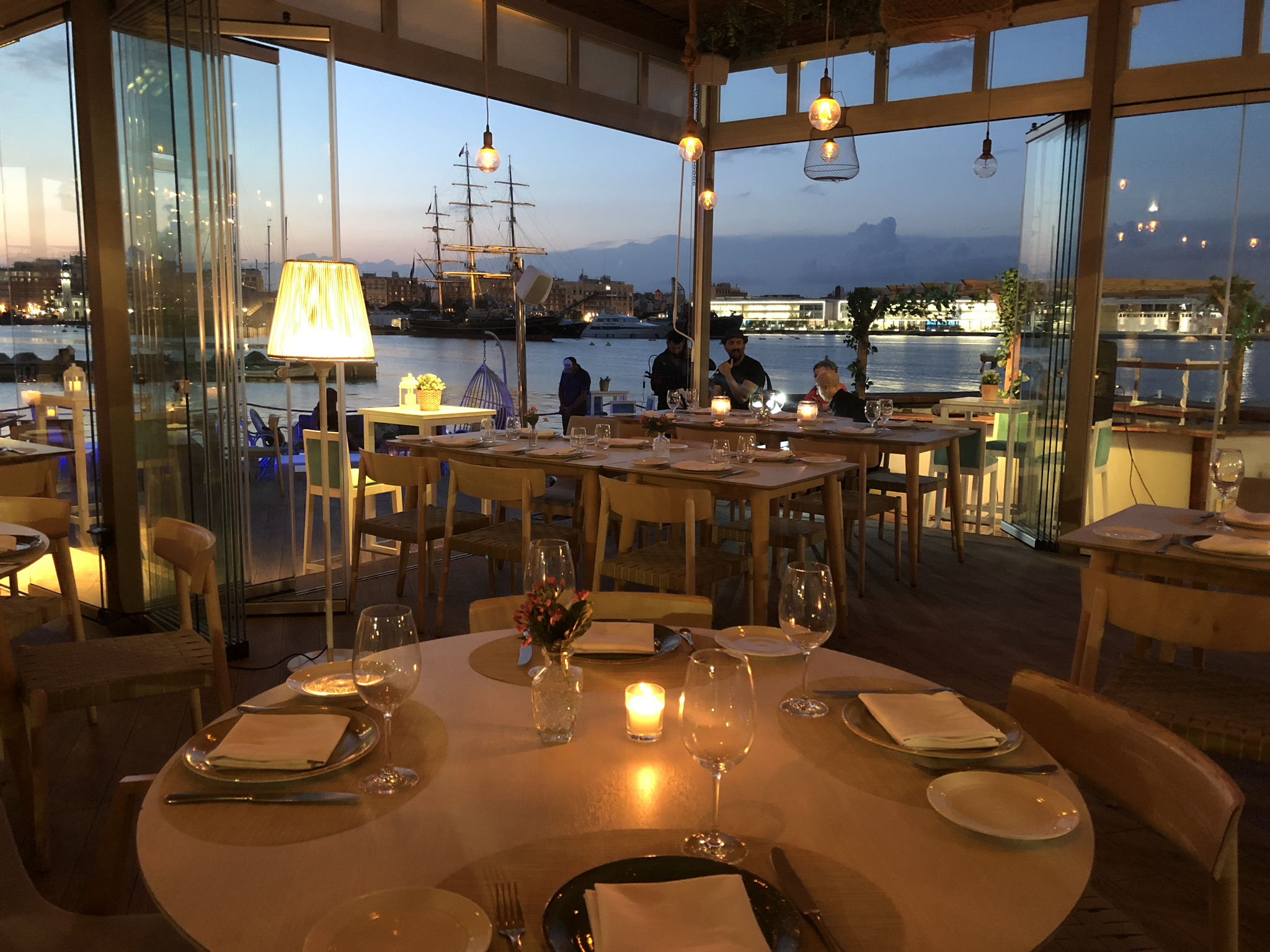 restaurante en el puerto de valencia